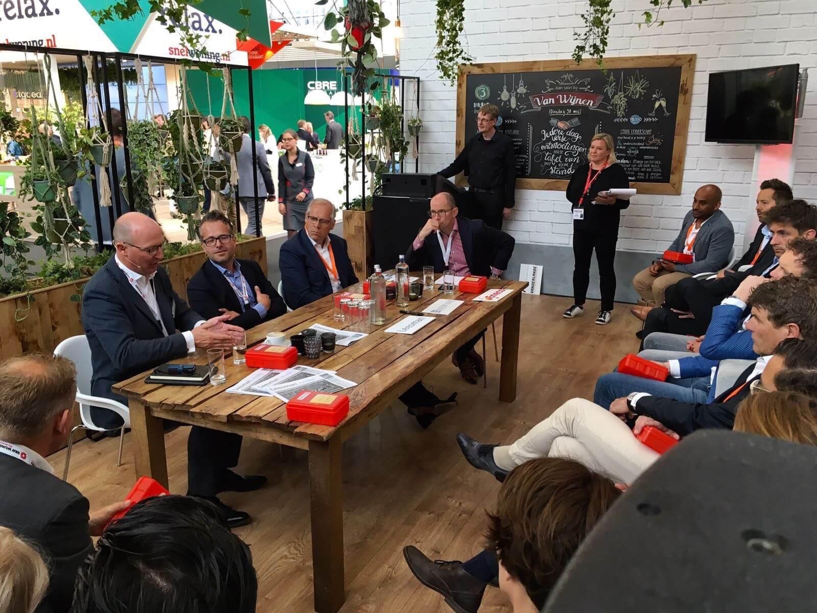 Aan tafel met Erik-Jan Bulstra van Newomij, Gideon van der Burg van Leesman en Willie Heussen van Eneco Smart Buildings