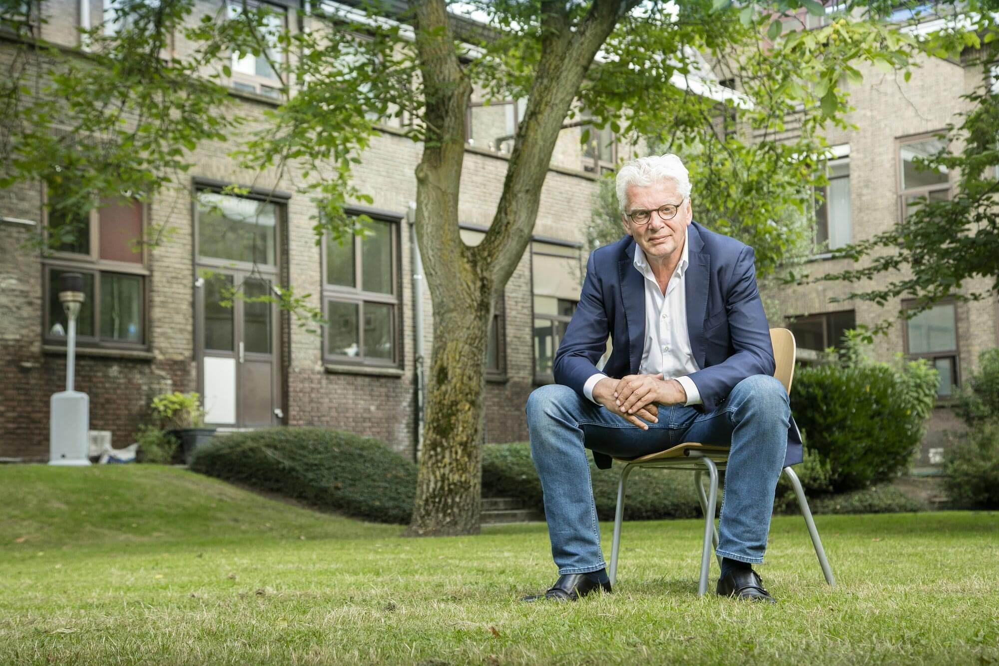 Jan Slagter in tuin Ben Oude NijHuis