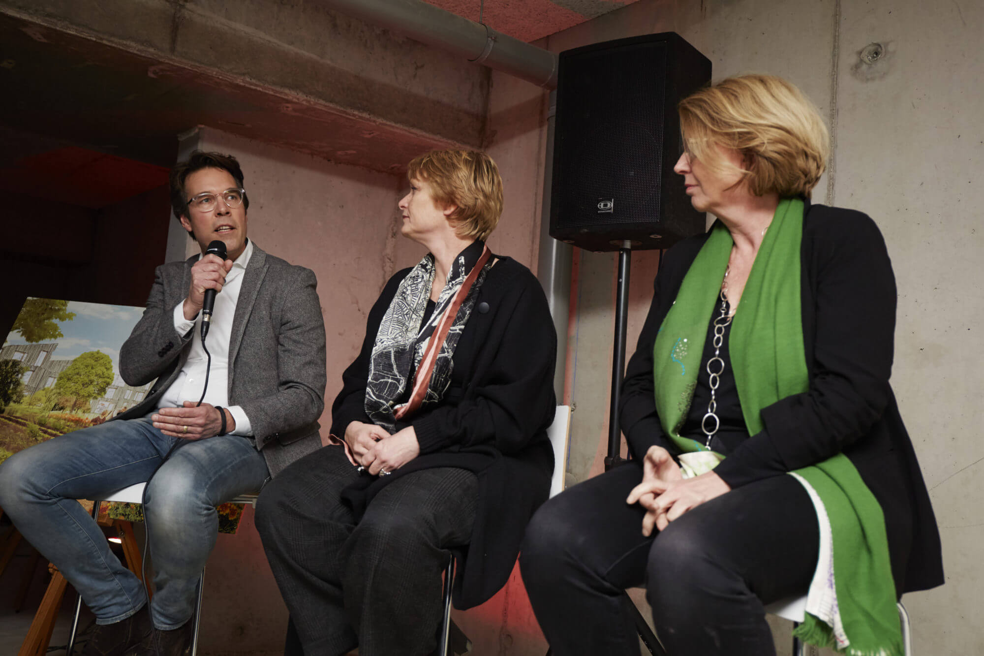 Panelgesprek met Michiel Kint (commercieel directeur bij Van Wijnen), Loes Oudenaarde (stadsbouwmeester van Amersfoort) en Marianne Loof (architect LEVS) - foto door Christiaan Krouwels